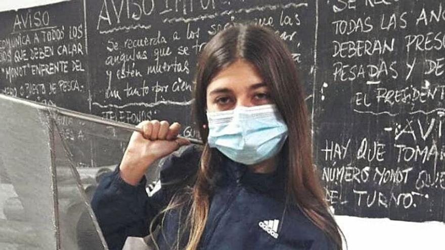 Una joven de 16 años consigue la  condición de pescadora en el Perellonet