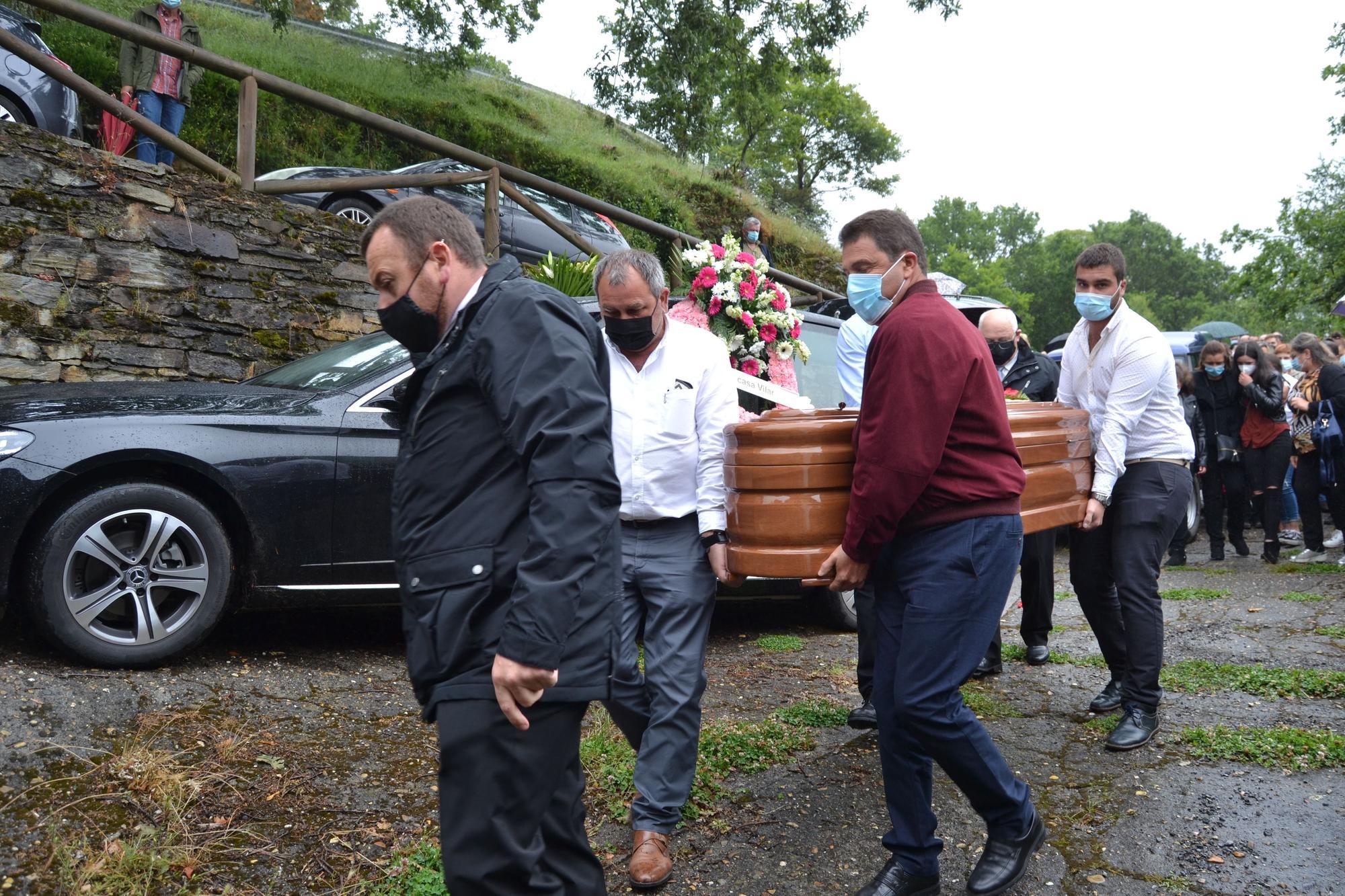 Consternación en el funeral, en Illano por el Alcalde, Wenceslao González, fallecido a los 53 años