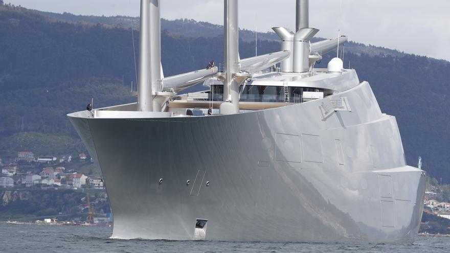Así es el velero más grande y más feo del mundo