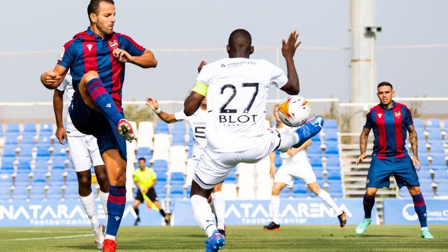 Soldado, satisfecho tras su debut como granota con gol