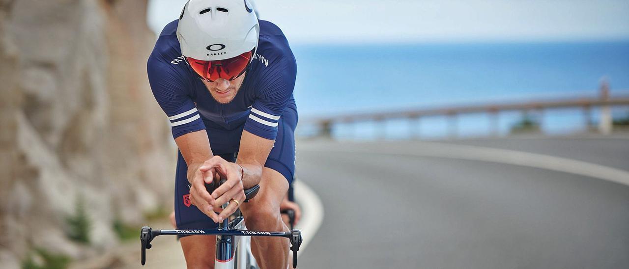El triatleta alemán Jan Frodeno, durante uno de sus entrenamientos en Gran Canaria, en la que supone su primera visita a la isla. | | FELIX RUEDIGER
