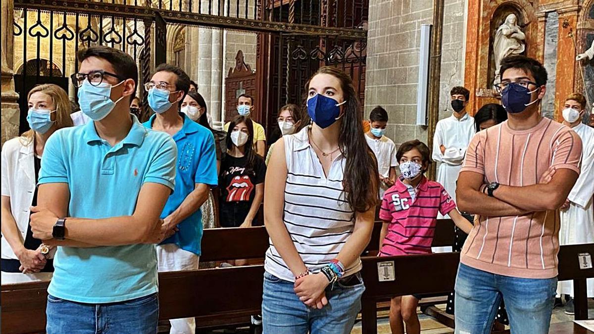 Jóvenes durante el acto celebrado en la catedral de Zamora.   Obispado