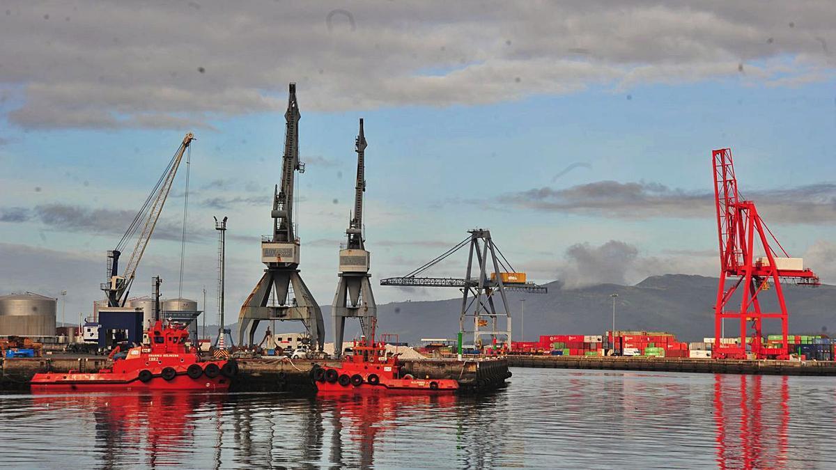 El Puerto de Vilagarcía absorbe buena parte de las inversiones públicas del Estado.     // IÑAKI ABELLA