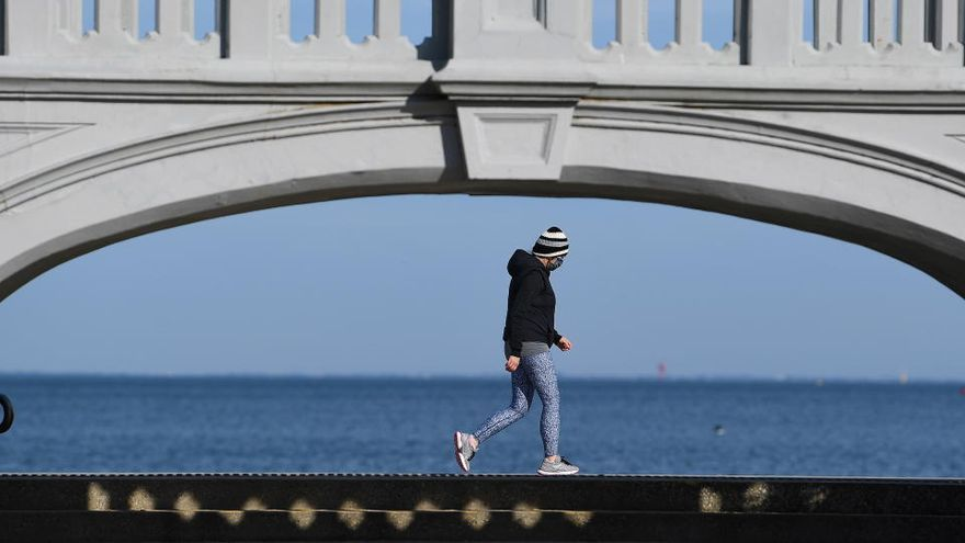 Nueva Zelanda confina la mayor ciudad del país