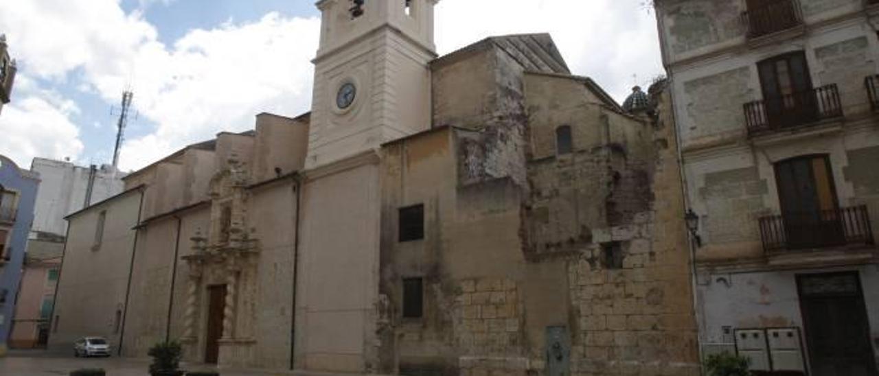 El cura pide edificar sobre el absidiolo gótico que Alzira pretende reconstruir