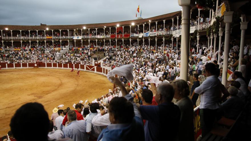 El Bibio acogerá tres corridas de toros con un máximo de 5.000 espectadores
