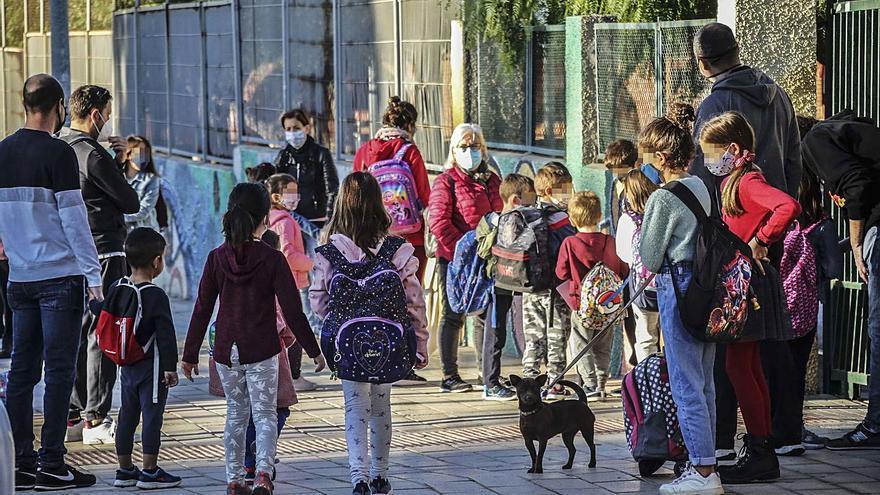 Educación fija el próximo curso del 8 de septiembre al 21 de junio y los padres exigen que sea presencial