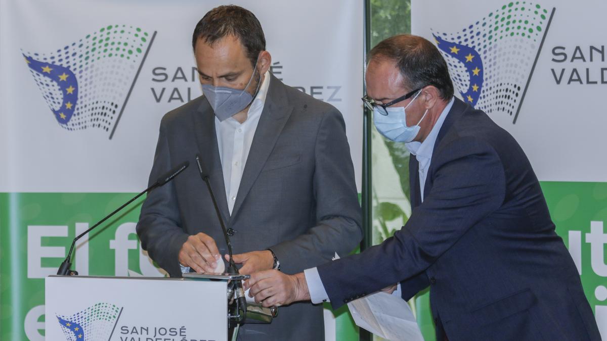 David Valls y Cayetano Polo, de Infinity Lithium, ayer en Cáceres.