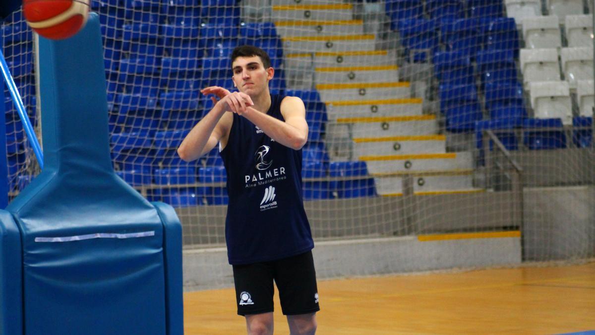 Sergi Huguet, durante un entrenamiento en el Palau d'Esports de Son Moix.