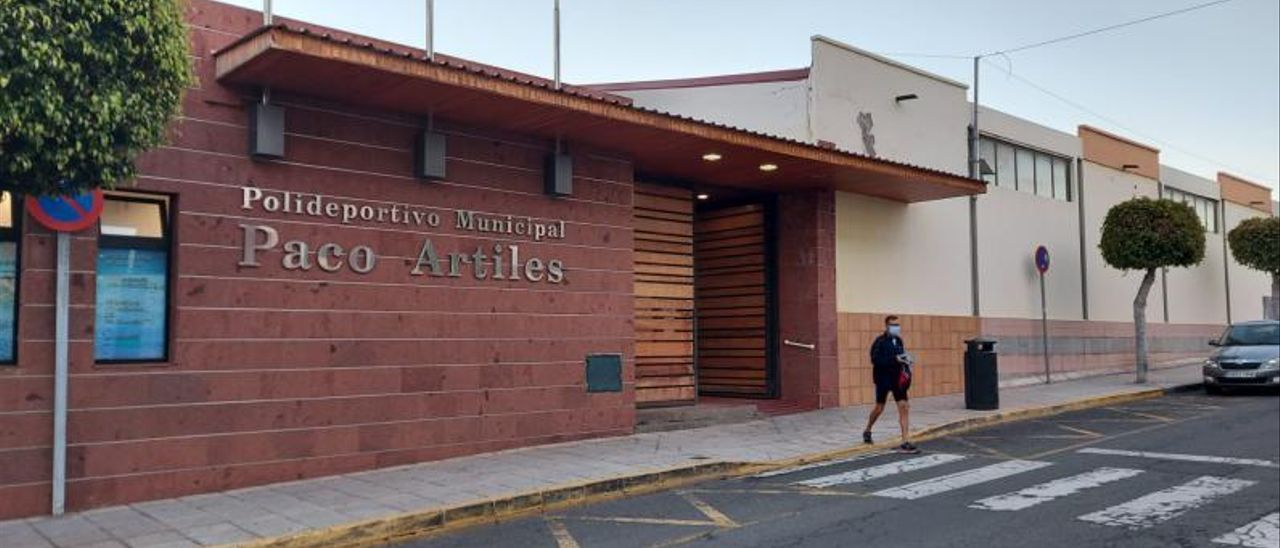 Fachada del polideportivo Paco Artiles, en el barrio de San Juan. | | LP/DLP
