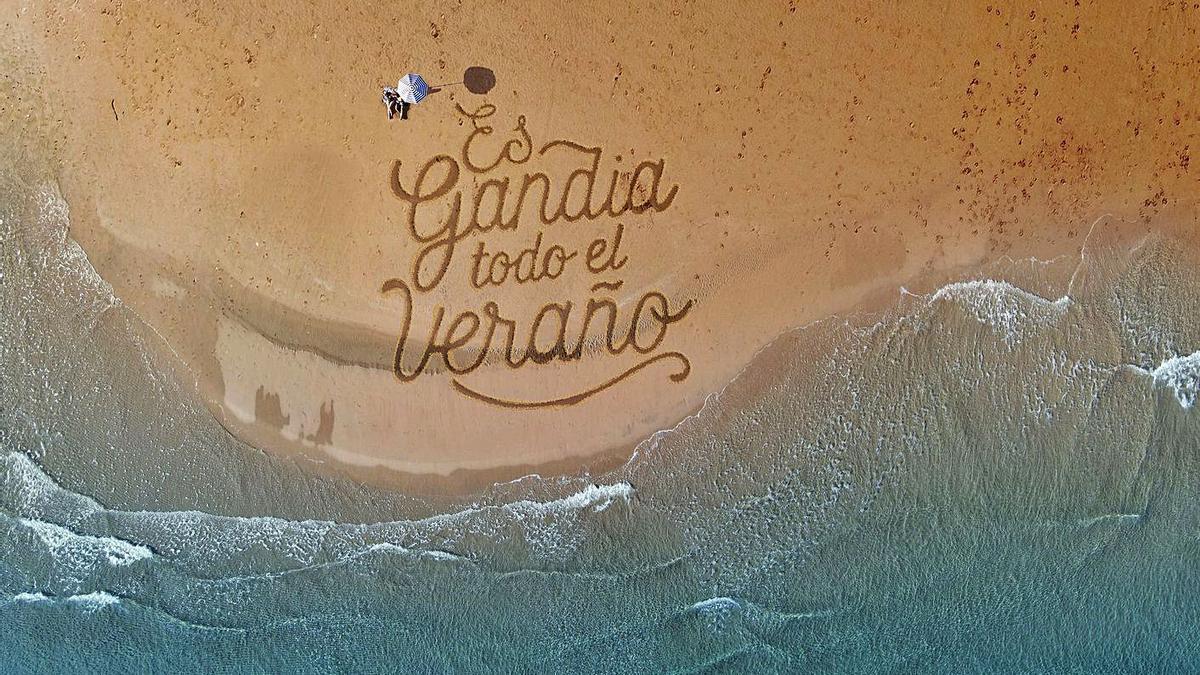 Una de las imágenes promocionales de la campaña lanzada por el Ayuntamiento de Gandia. | LEVANTE-EMV