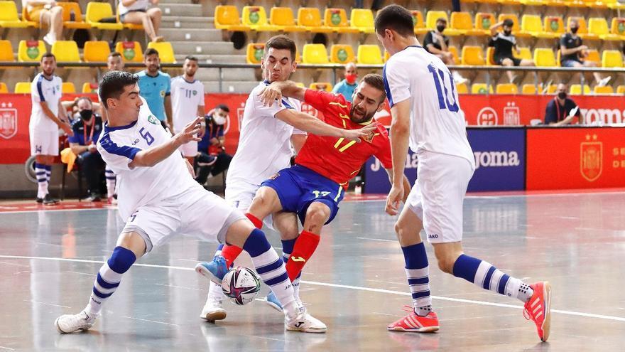 La selección de fútbol sala doblega a Uzbekistán con tres cordobeses