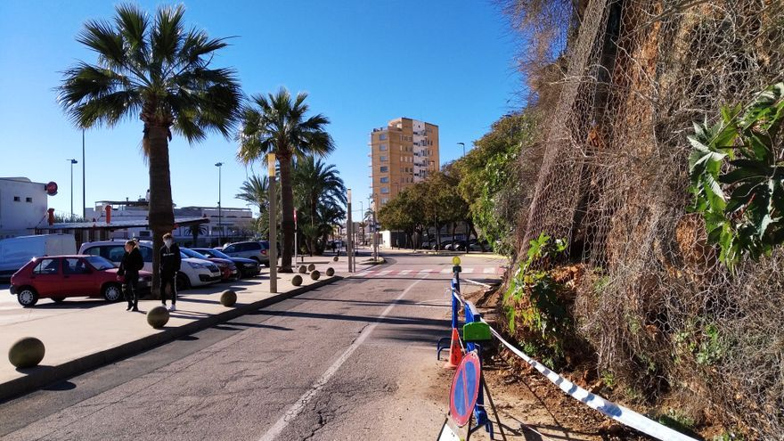 El Consell contrata las obras de emergencia para evitar desprendimientos en el puerto de Xàbia