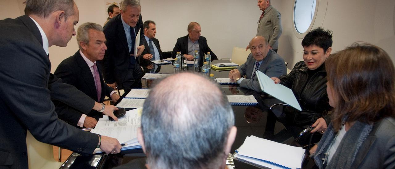 Un consejo de administración de la rula de Avilés durante la etapa que ha sido cuestionada por la cofradía de pescadores.