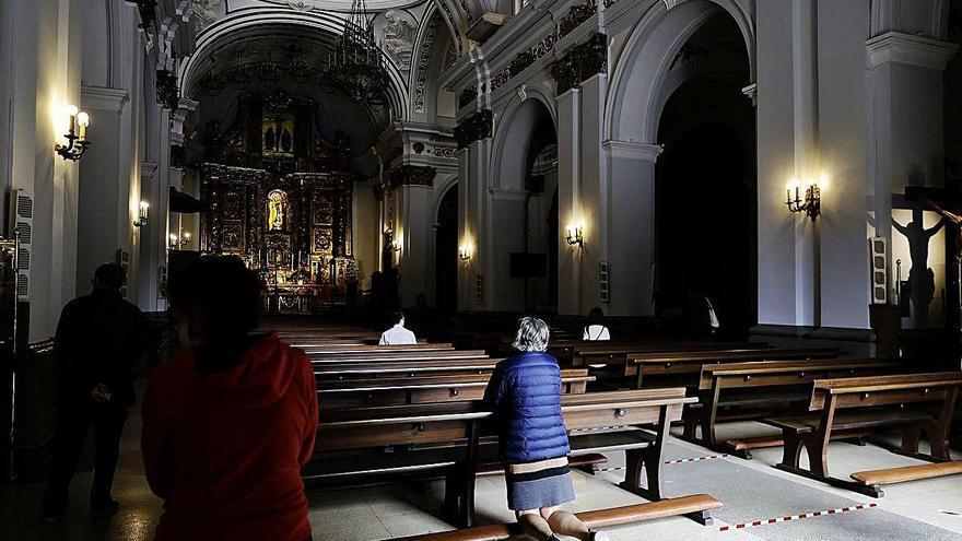 El Obispado limita los gestos de afecto en funerales y bodas