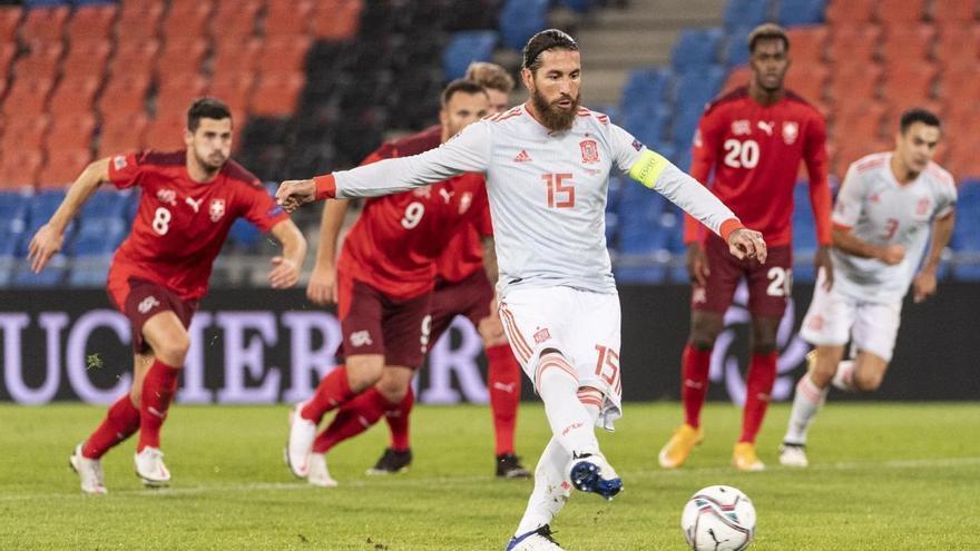 Suiza complica a España, que falló dos penaltis