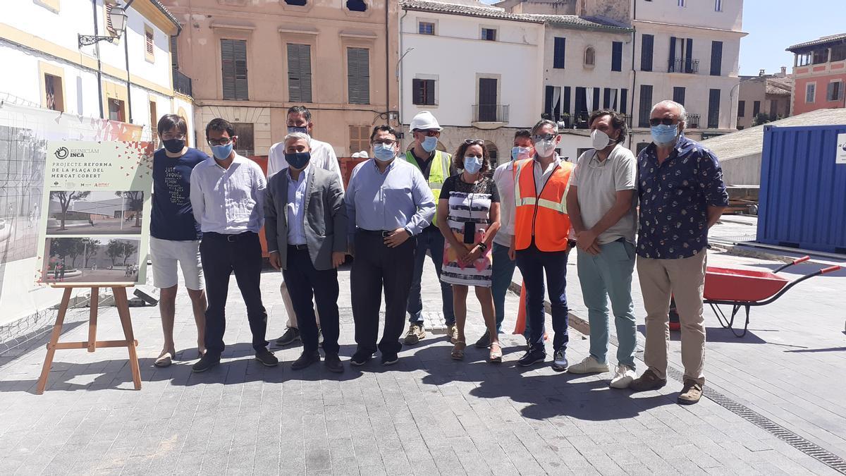 Cargos autonómicos y municipales han presentado este miércoles el proyecto de reforma de la plaza del Mercat Cobert de Inca.