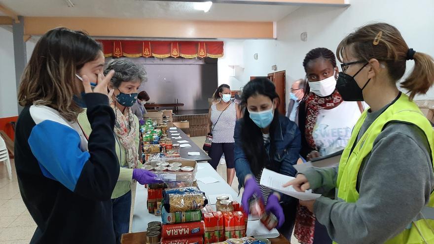 Alicante Gastronómica pone el transporte para el reparto de alimentos a 170 familias de la Zona Norte