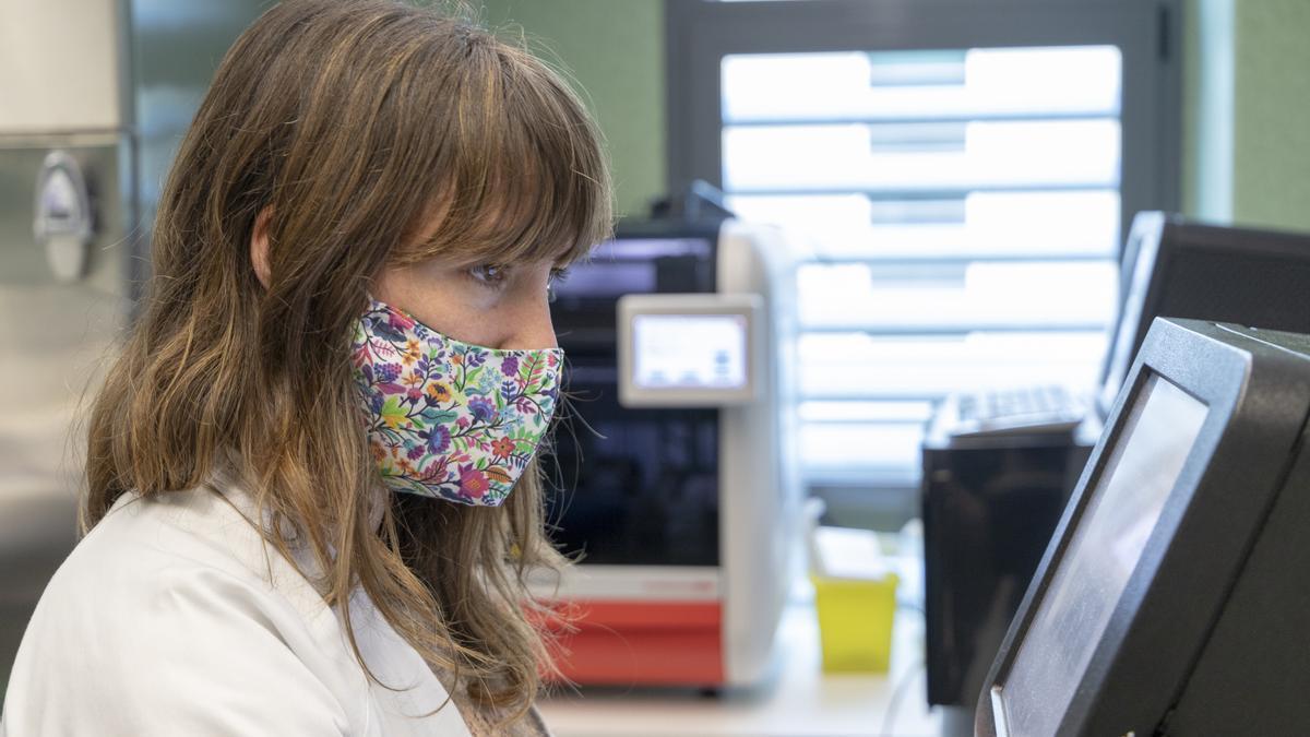 La doctora Carla López es la responsable de la Unidad de Genómica Microbiana