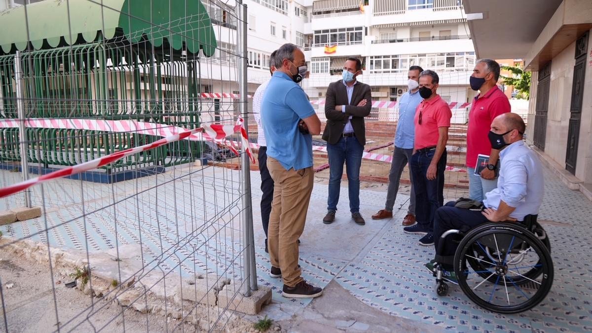 Los concejales Raúl López y Luis Verde visitan las obras del pasaje Frigiliana