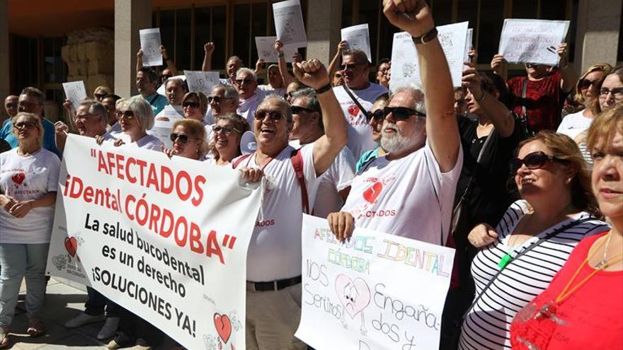 Los afectados de Idental piden ayuda municipal