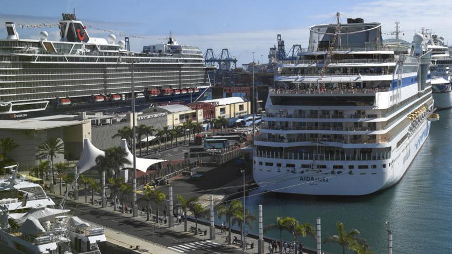 Seis cruceros adelantan la Navidad en Santa Catalina