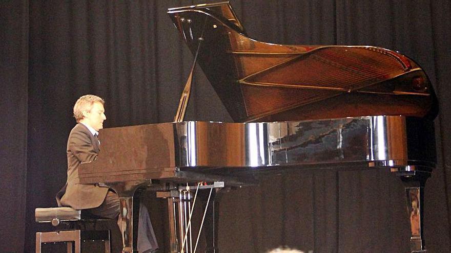 Daniel Ligorio homenatja Piazzolla en la cloenda del Francesc Viñas de Moià