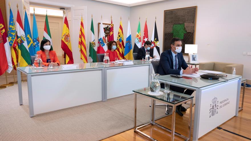 Sánchez pide a las autonomías no cerrar colegios sin consultar con Sanidad
