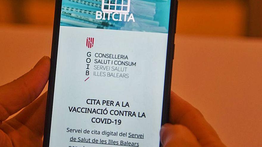 Ya pueden pedir cita 'online' para vacunarse en Ibiza los nacidos en 1956