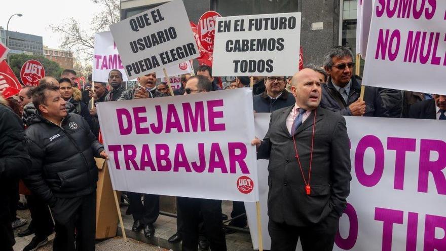 La patronal Unauto pide al Govern que reconsidere su veto a Uber y Cabify