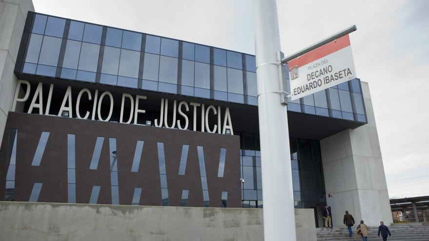 Orden de prisión para un acusado de estafa que no acudió al juicio