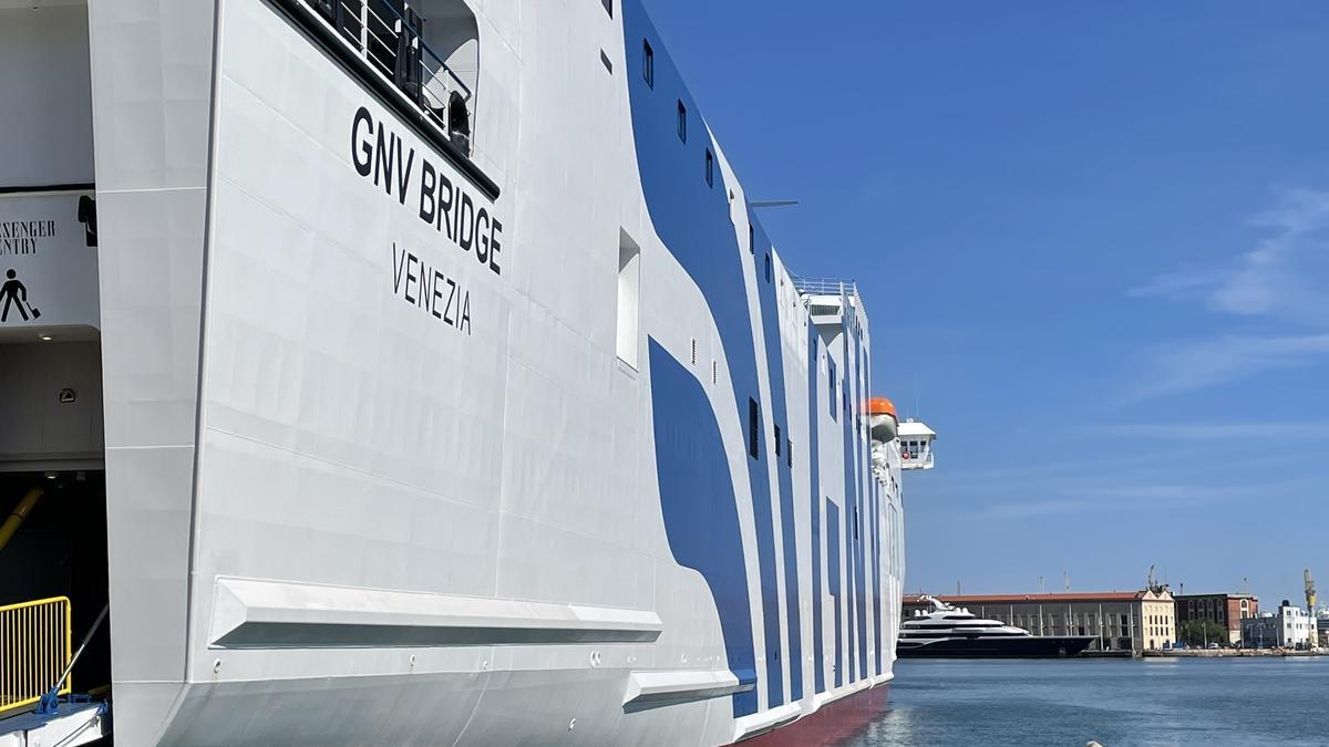 """Die """"GNV Bridge"""" hat die neue Balearen-Route Barcelona–Palma bereits eingeweiht."""