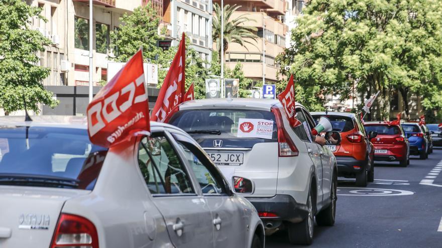 Protesta en coche por los despidos en Correos
