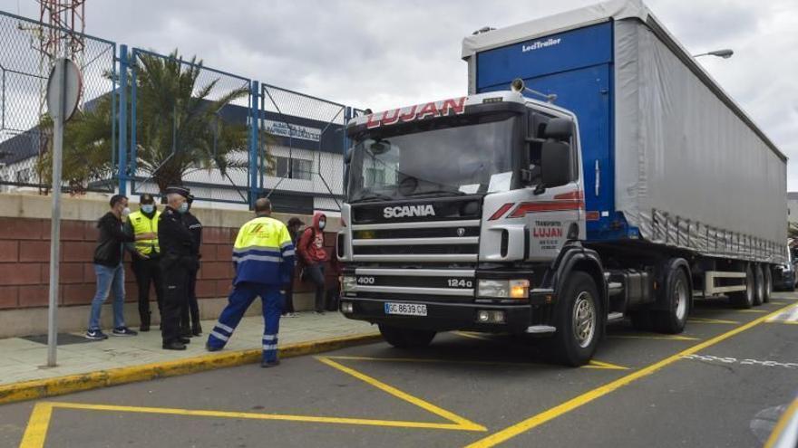 La Guardia Civil intercepta un camión con 47 inmigrantes en Las Palmas
