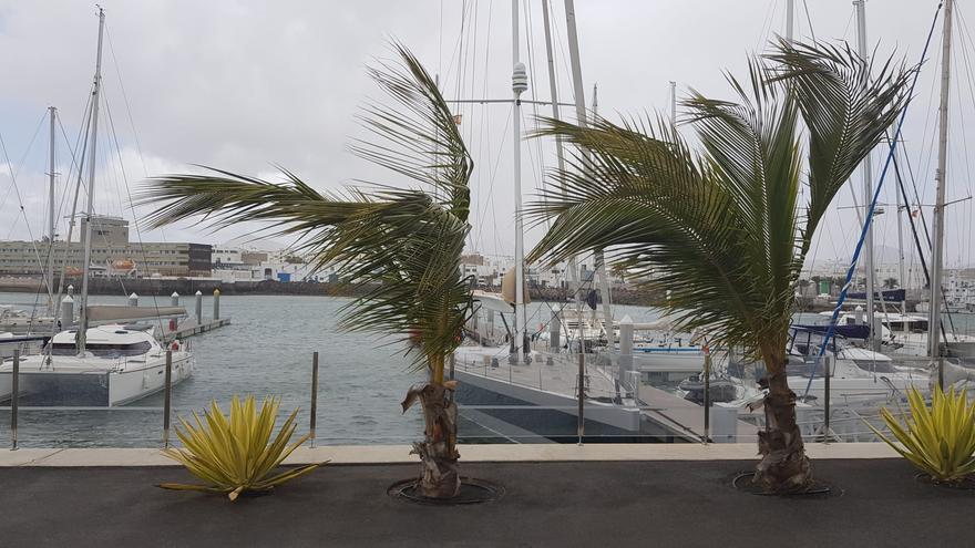 Chubascos y más viento para este domingo en Canarias