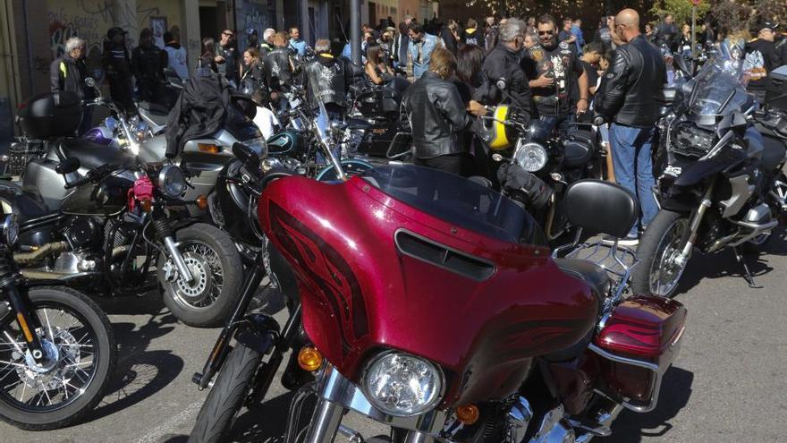 """La concentración """"La Trampa"""" reúne a un centenar de aficionados a las dos ruedas"""