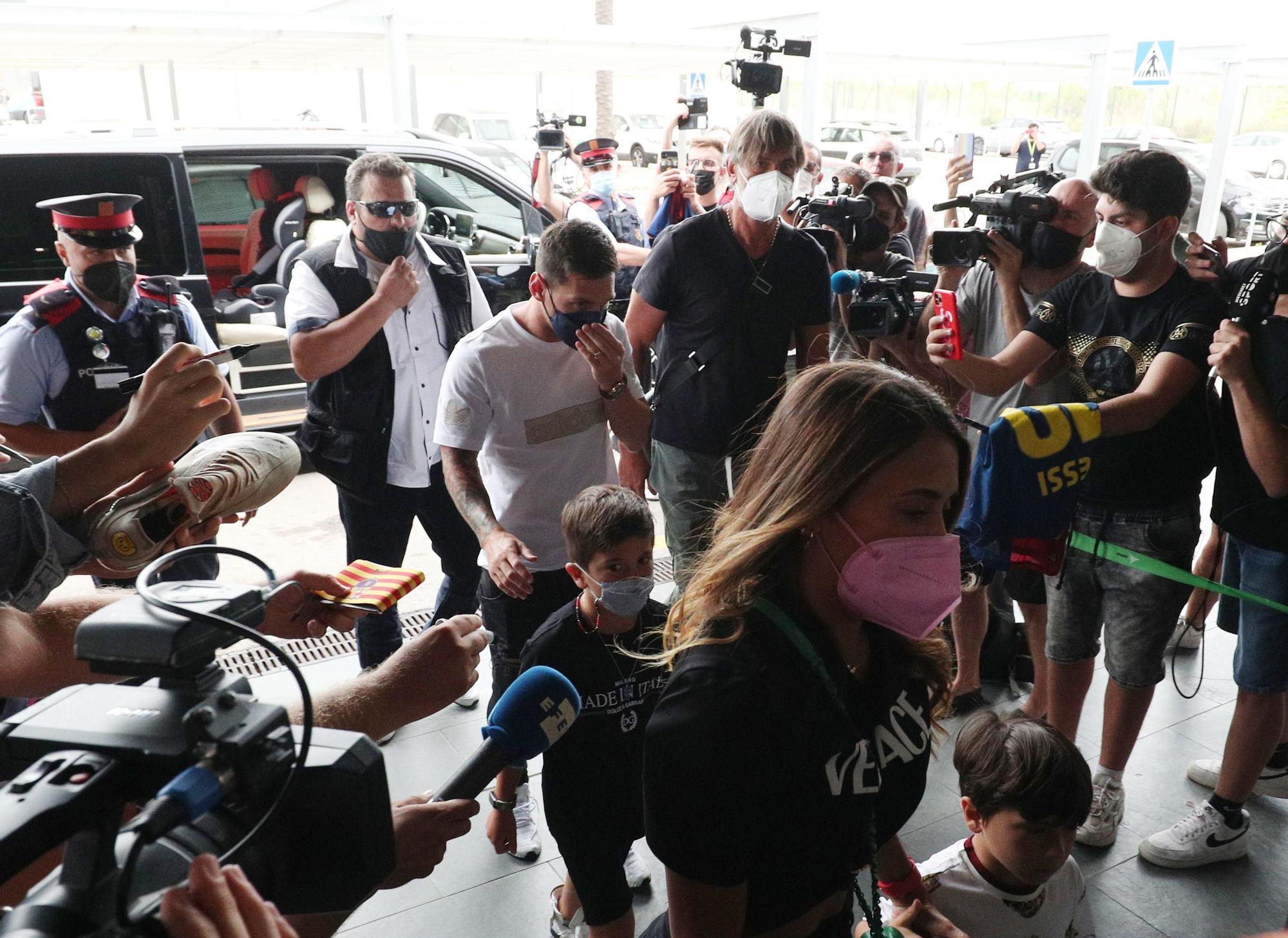 Messi a l'Aeroport del Prat per marxar a París