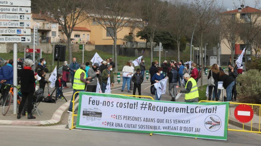 """Veïns tonen a exigir a les administracions la variant d'Olot de forma """"immediata"""""""
