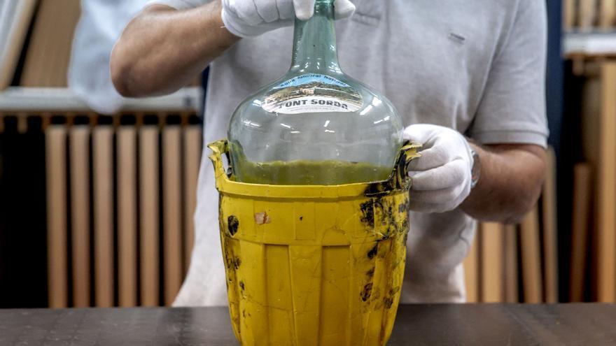 La reconstrucción de una garrafa con las huellas dactilares de Joan Miró