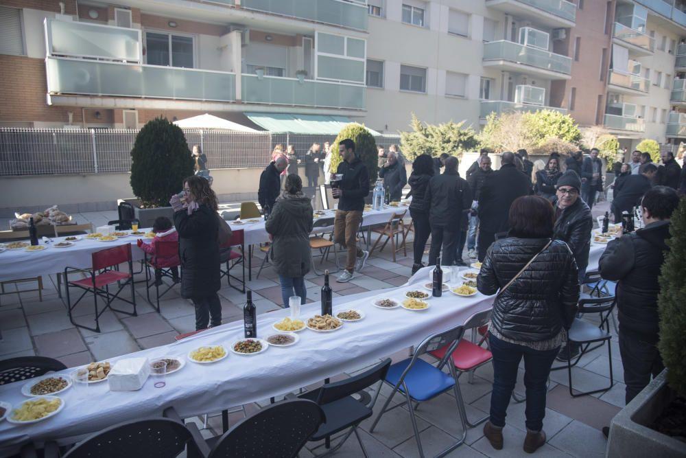 Dinar de celebració ahir al migdia a l'espai comunitari