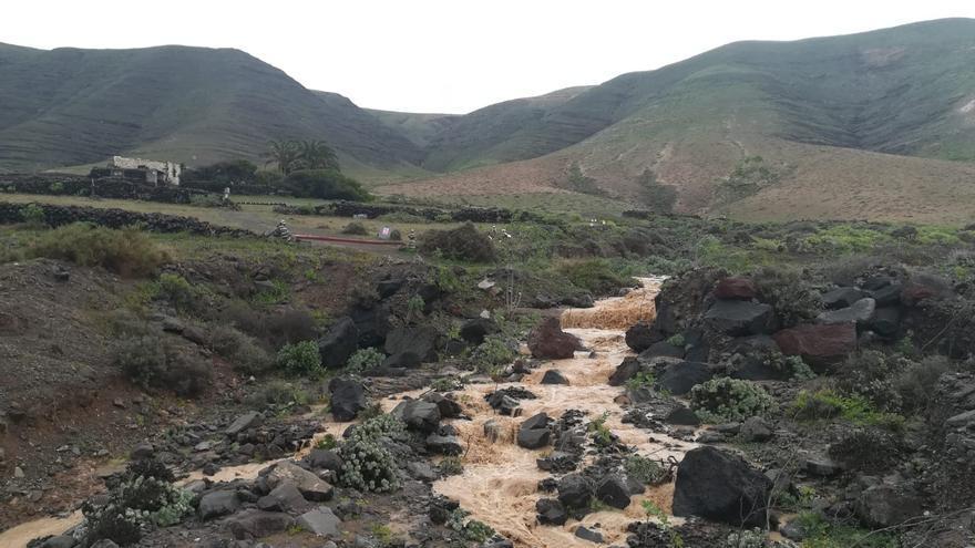 Lluvia en el barranco de Maramajo, en Famara, Lanzarote (4/2/2021)