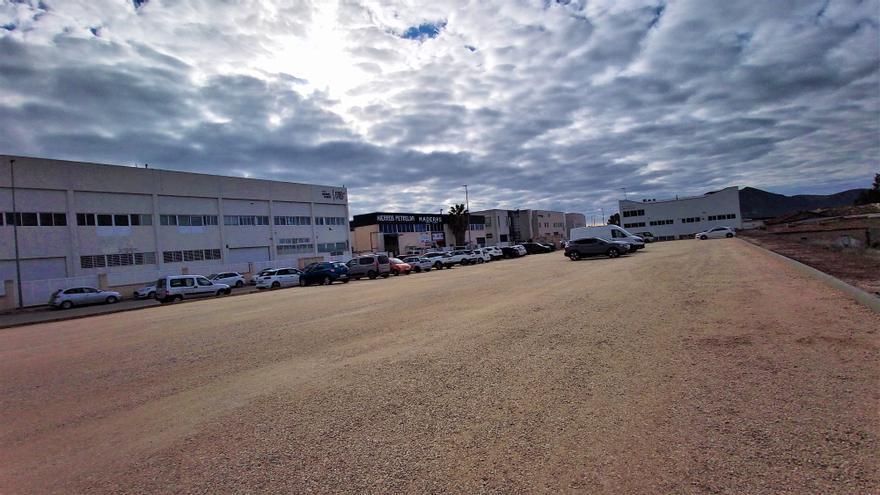 Petrer crea un nuevo parking para 100 vehículos en el polígono Salinetes