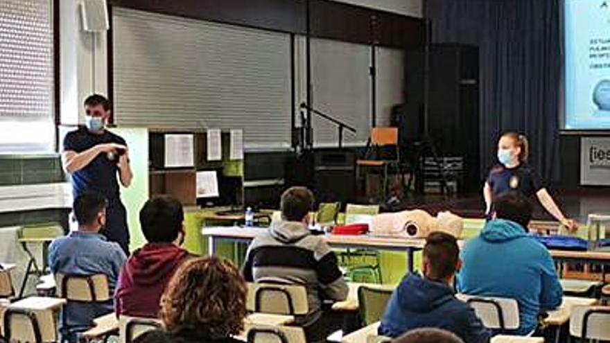 Emerxencias da una charla en el Losada sobre primeros auxilios