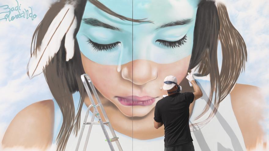 Los meyores grafiteros españoles del momentu pulvericen el so arte n'Avilés
