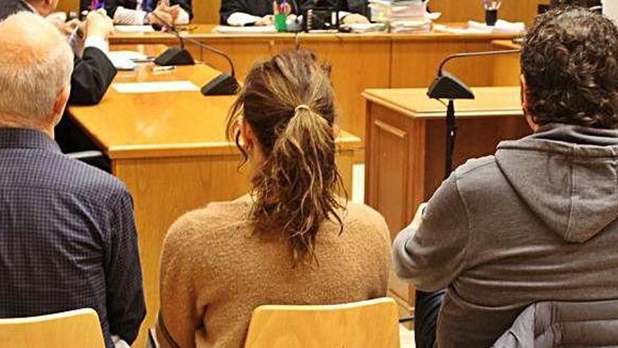 Dos dels acusats en un cas que implica l'exalcalde de Navàs pacten amb el fiscal