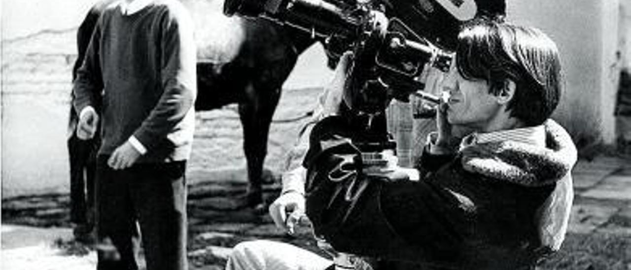 Charo López en un fotograma de Paraísos perdidos (1985).  us