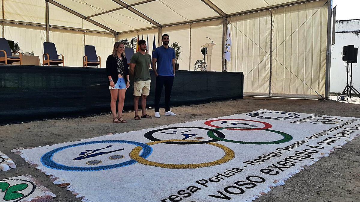Los tres deportistas junto a la alfombra en su honor  | // RAFA VÁZQUEZ
