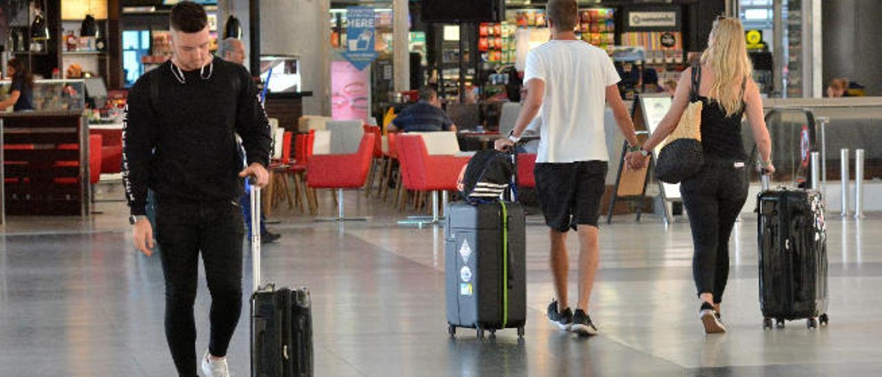 Imagen de archivo de pasajeros en el aeropuerto de Gran Canaria.