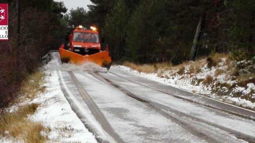 Cinco consejos si vas a conducir por zonas con hielo en Els Ports o Baix Maestrat