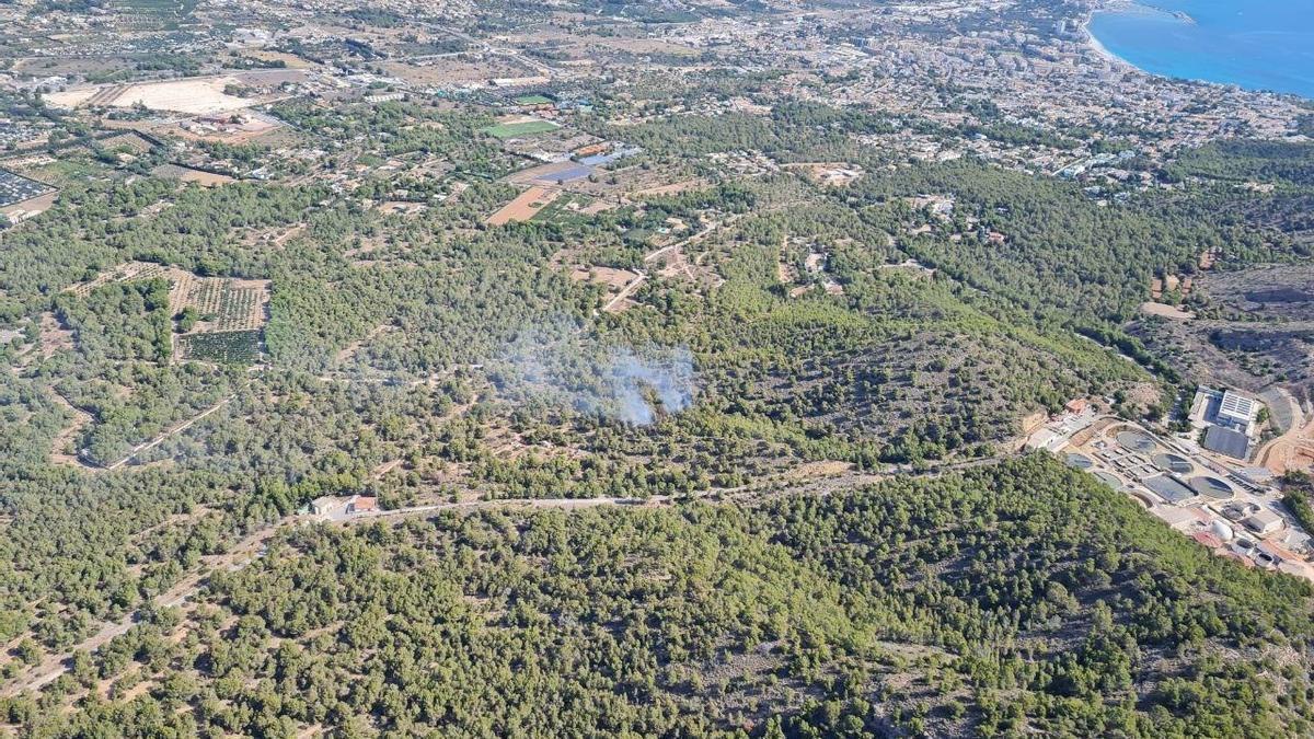 Controlado un incendio forestal en Serra Gelada en Benidorm